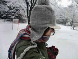 こんな格好してでも雪の日は絶対に散歩したい!「イヌ?!」と言われても気にしない